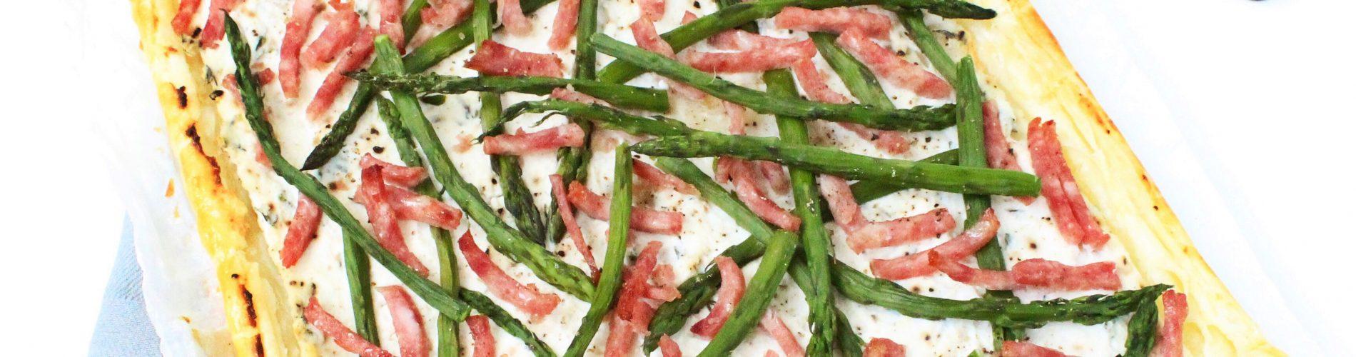 Plaattaart met groene asperges en ricotta