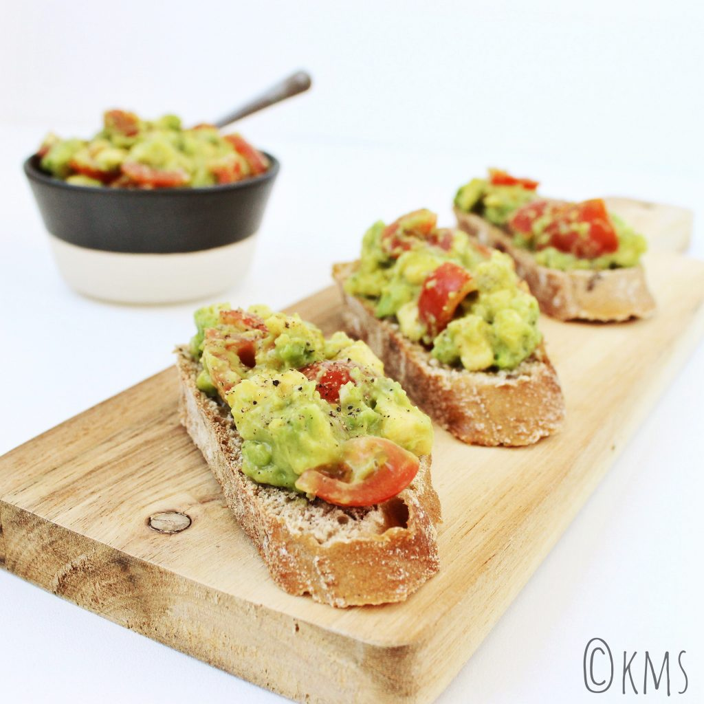 Salade | bruschetta met avocado salade