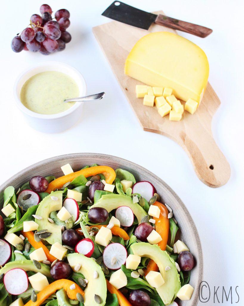 Salade veldsla met graskaas en druiven