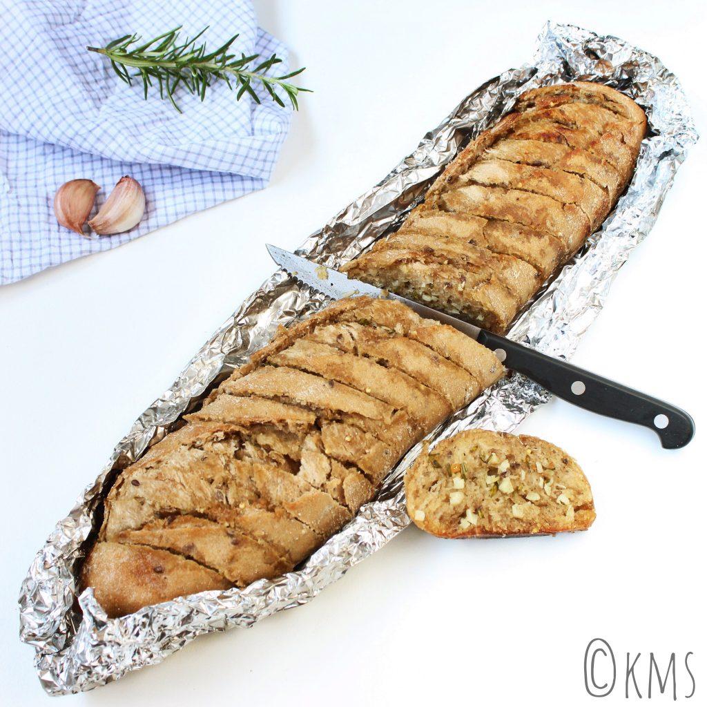 Stokbrood met knoflook- rozemarijnboter