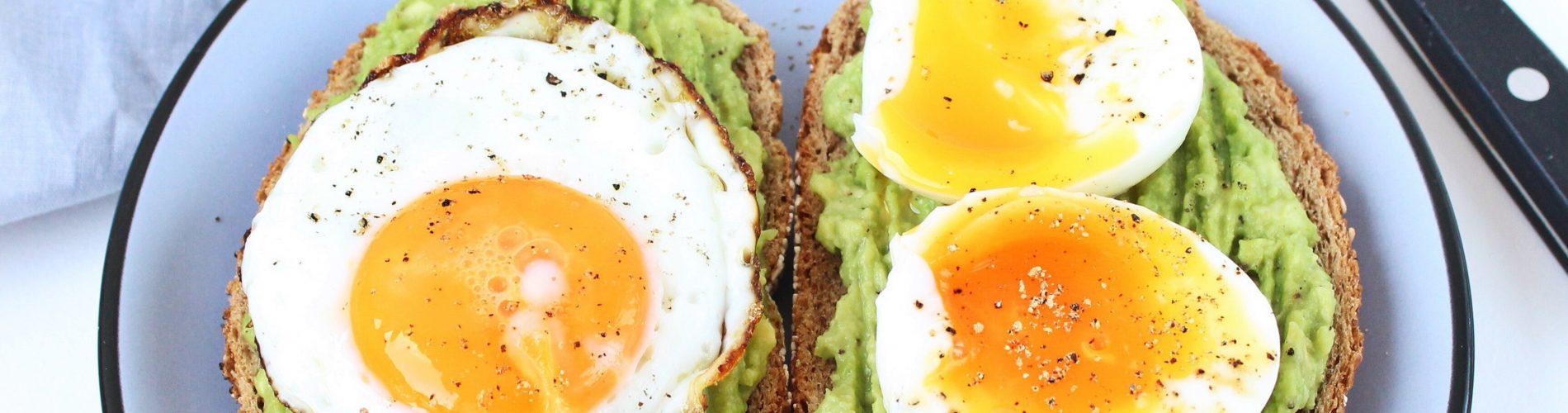 Ontbijt / lunch | toast met avocado en ei