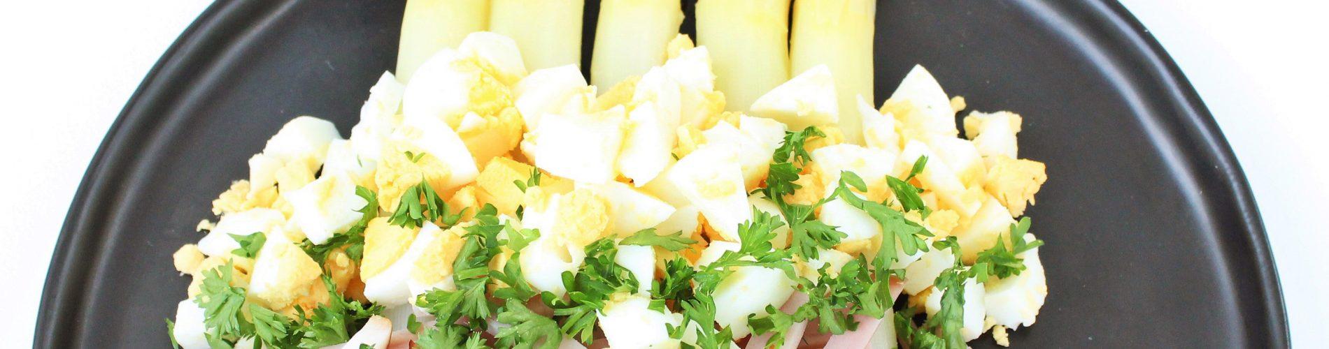 Witte asperges op klassieke wijze