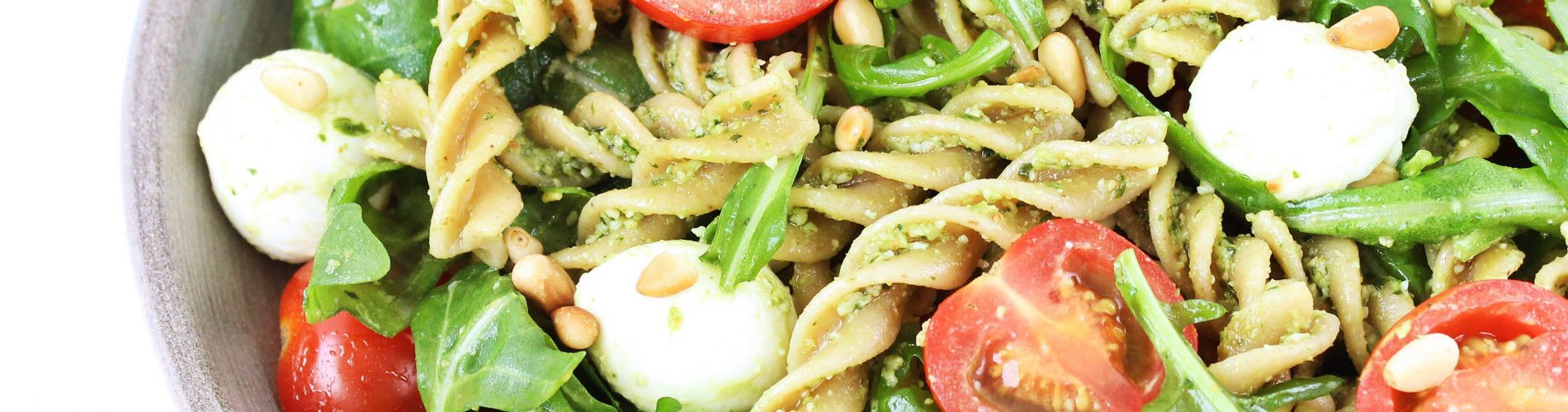 Caprese pastasalade met pesto