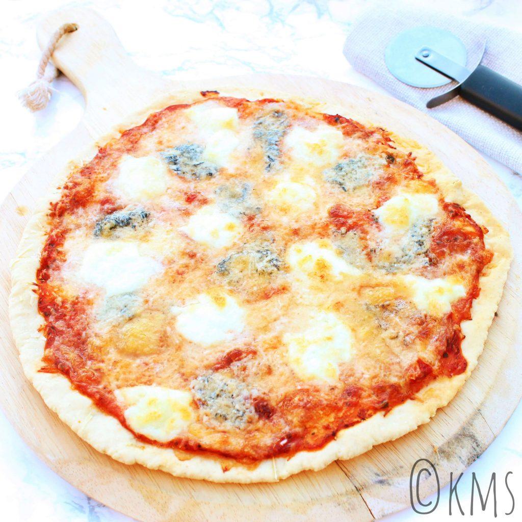 Pizza quattro formaggi (4 kazen)