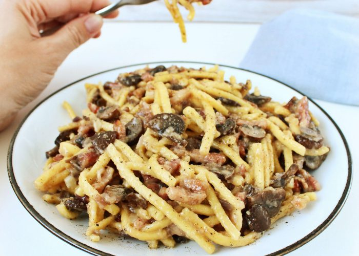Spätzle met spek, champignons en kaas