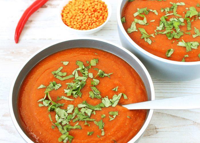 Rode linzensoep met tomaten