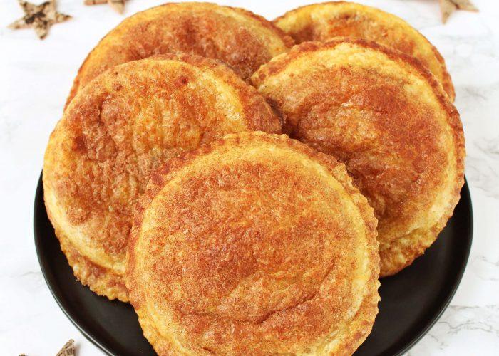 Appelbeignets van bladerdeeg uit de oven