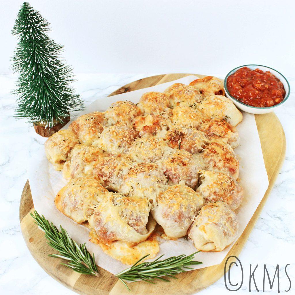 Pizza kerstboom met salami