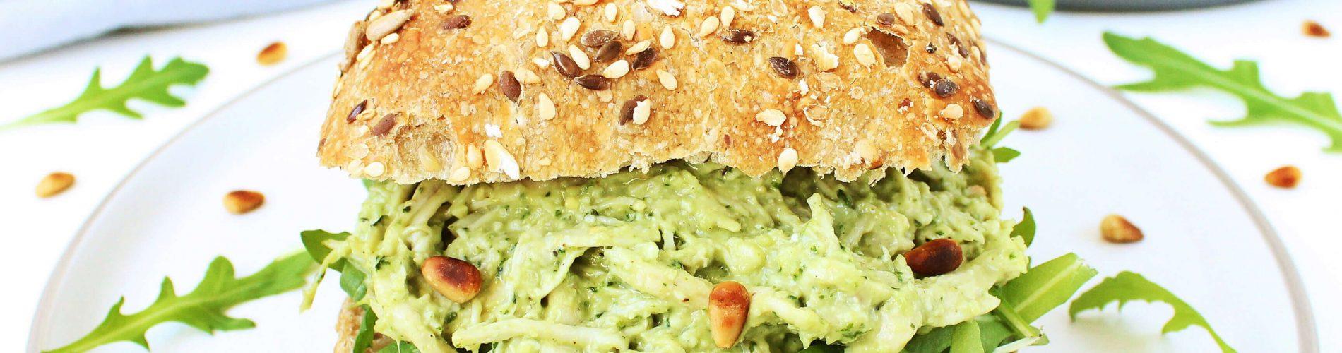 Broodjes met kip pesto salade