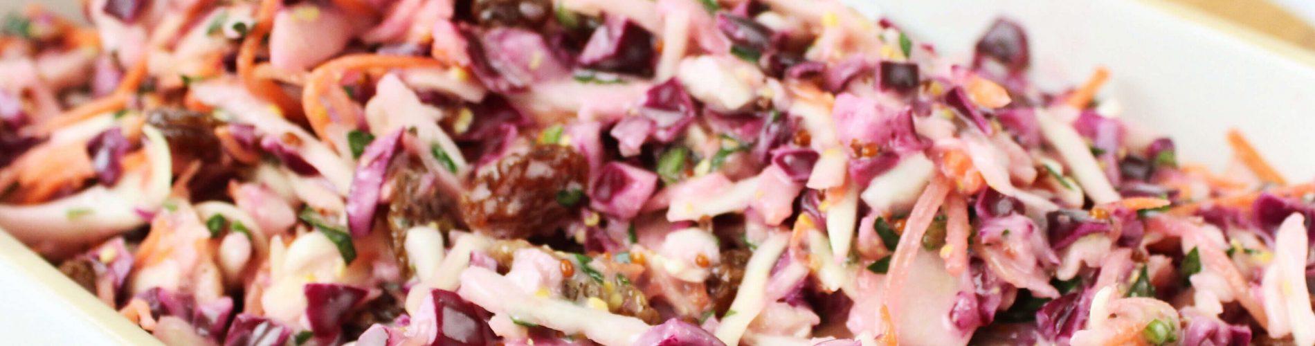 Koolsalade met appel en rozijnen