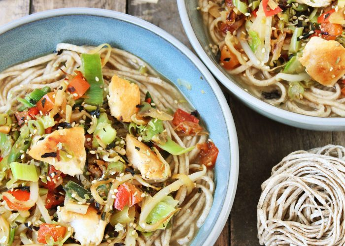 Miso soep met kip, groenten en noedels